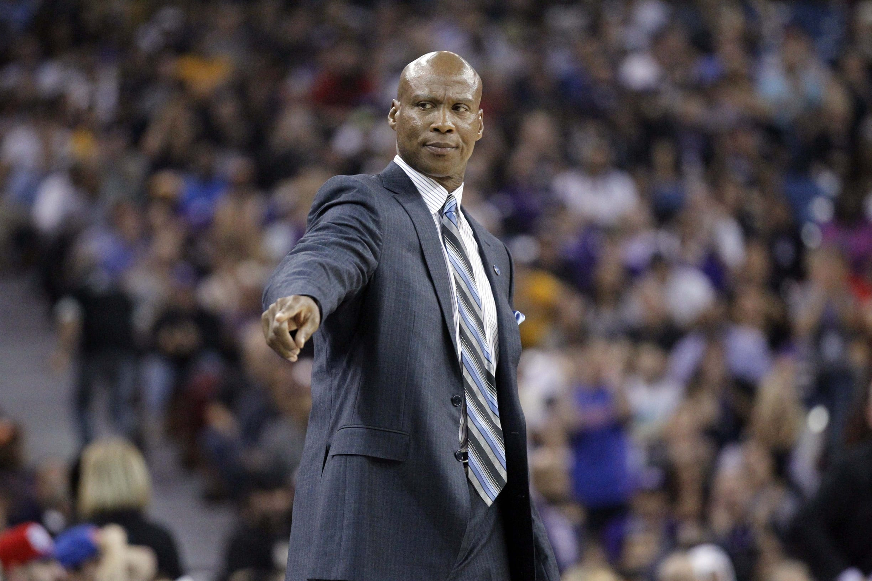 Byron Scott: Kobe Bryant, Metta World Peace Are Lakers Best Defenders