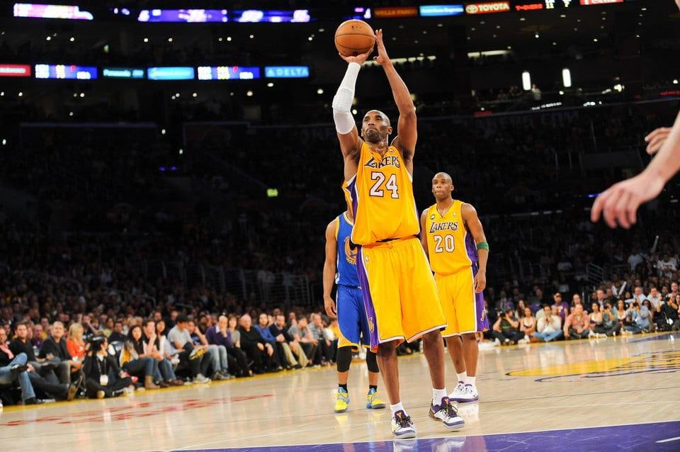 7年前的今天,Kobe向世人詮釋曼巴精神,為了湖人拼到跟腱斷裂仍堅持罰球!(影)