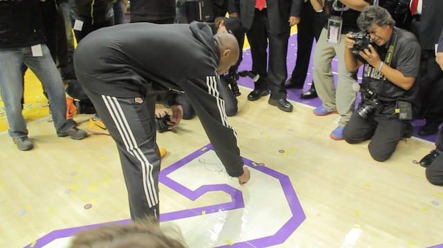 Kobe-signing-floor-6