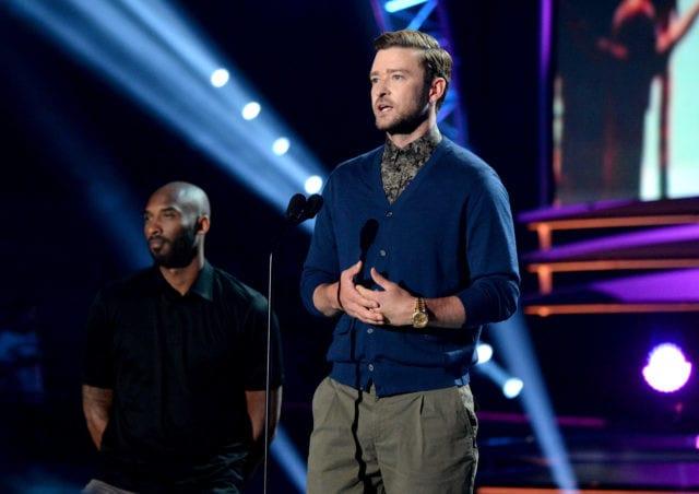 Kobe Bryant Presents First-ever Decade Award To Justin Timberlake At Teen Choice Awards