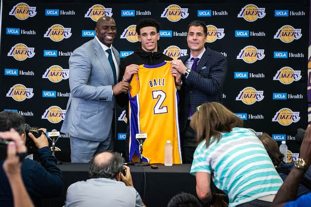 Magic-johnson-lonzo-ball-rob-pelinka-2