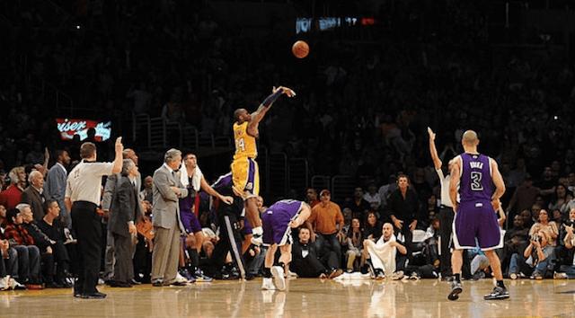 【經典回顧】都知道Kobe要投最後一球,但就是防不住,回顧老大三分絕殺國王!(影)