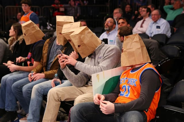 Knicks fan sells fandom for $3,450 to root for Lakers