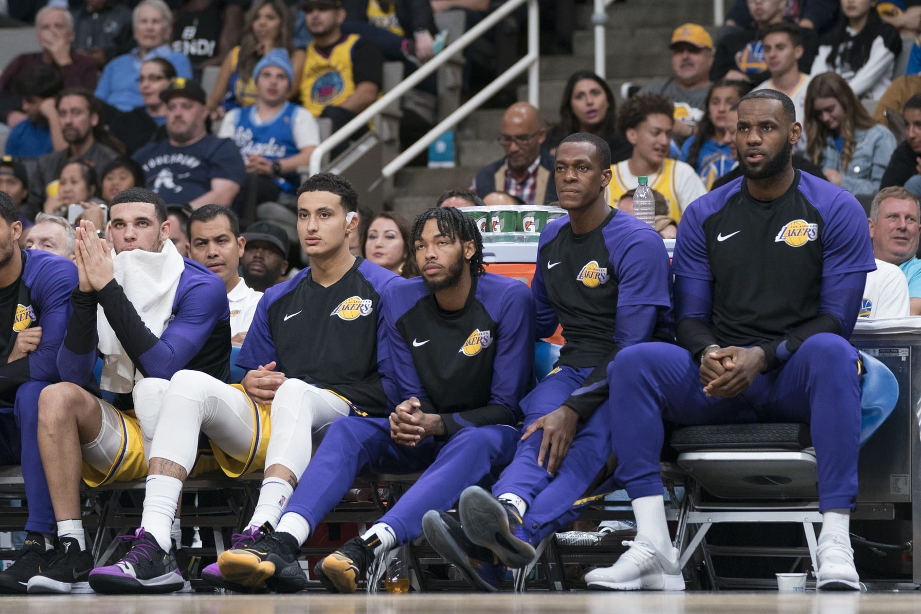 Lonzo Ball, Kyle Kuzma, Brandon Ingram, LeBron James, Rajon Rondo, Lakers bench
