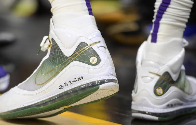watch b1db9 f4fe3 LeBron James Honors Ken Griffey Jr., Browns Running Back Jim Brown And  Wears Rare Air Max Nike LeBron 7 In Return To Cleveland