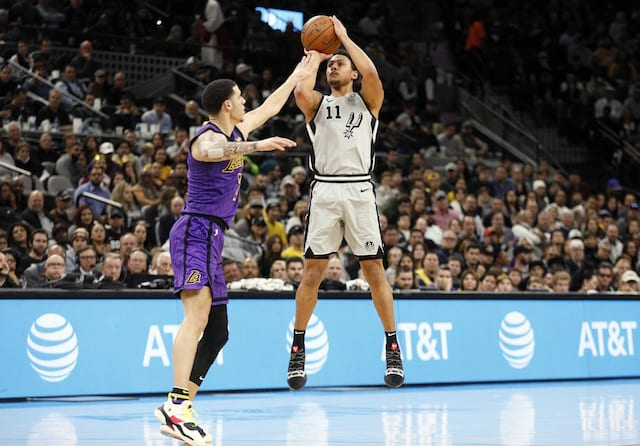 Lakers blow double-digit lead in 4th quarter in road loss to Spurs