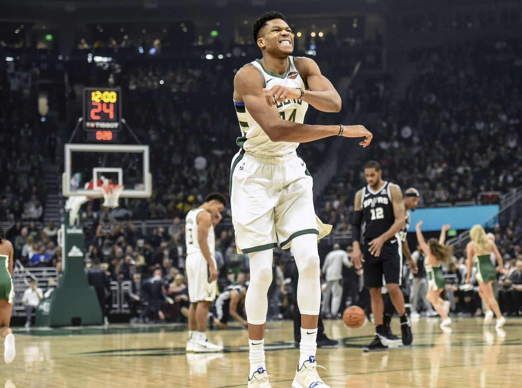 b3d49ac2105d Lakers News  Giannis Antetokounmpo Did Not Work Out With LeBron James To  Avoid Potentially Being Exploited