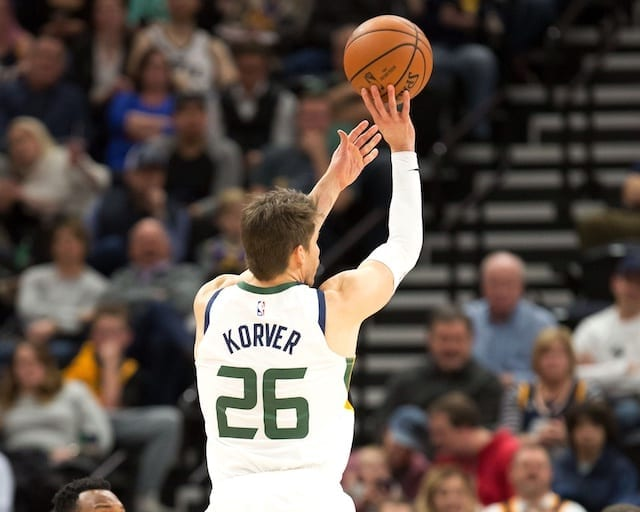 finest selection 7a437 2f95e NBA Free Agency Rumors: Kyle Korver Will Consider Lakers ...