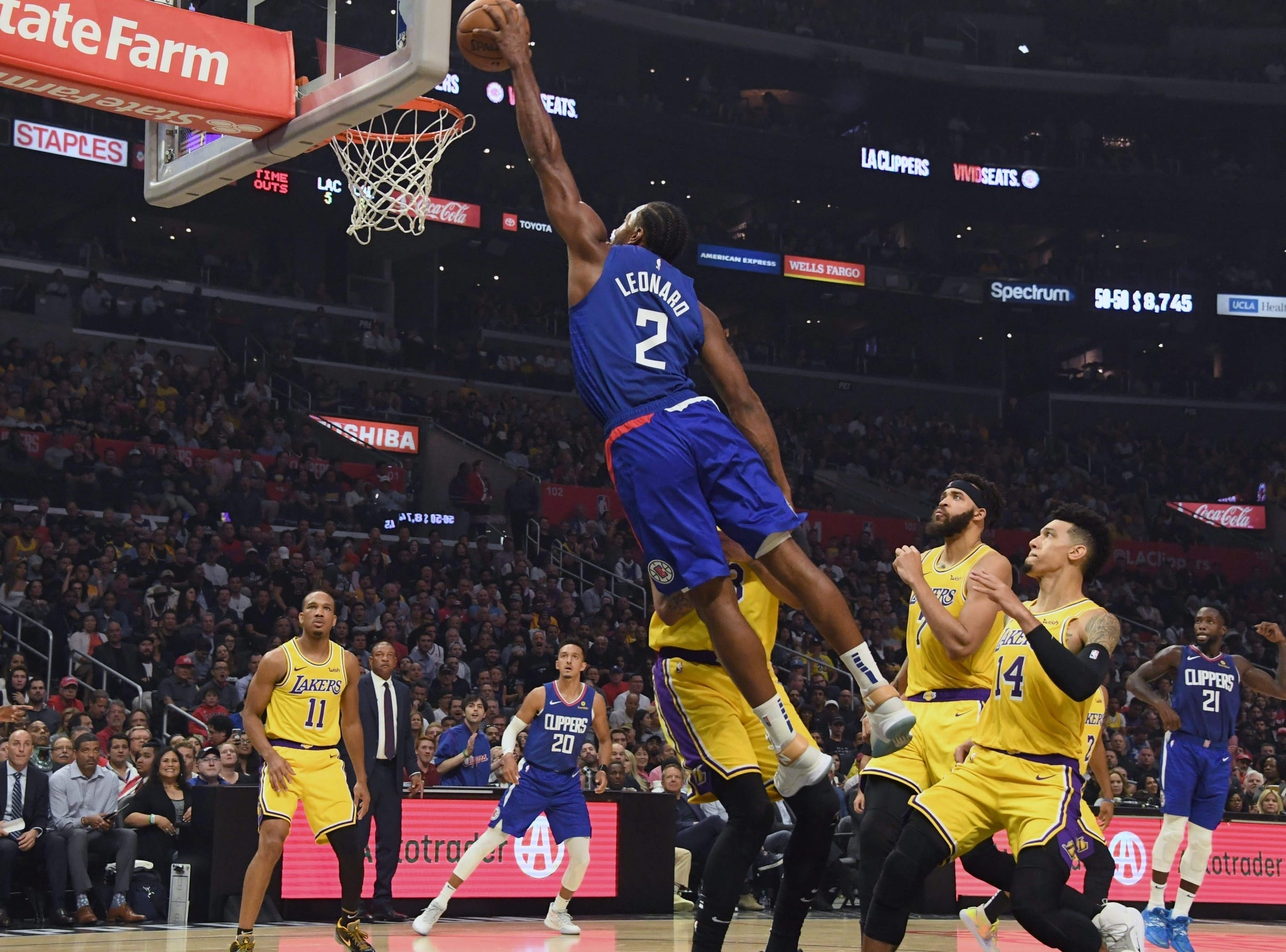 Kawhi Leonard Leads Clippers Past Anthony Davis Lebron James And Lakers Lakers Nation
