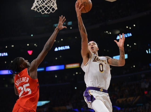 Lakers' Anthony Davis re-injured shoulder in loss to Raptors